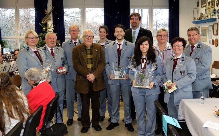 Die Jubilare des Instrumental-Vereins Herbach wurden durch den Vorsitzenden Bernd Spaltner 3.v.li.) geehrt.